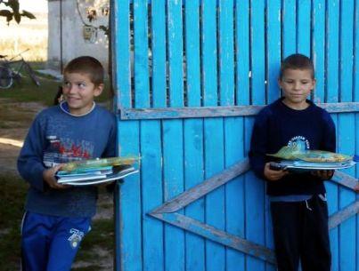 gabi-valik-receive-school-supplies